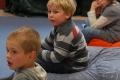 Enfants-faisant-psychomotricite-en-salle